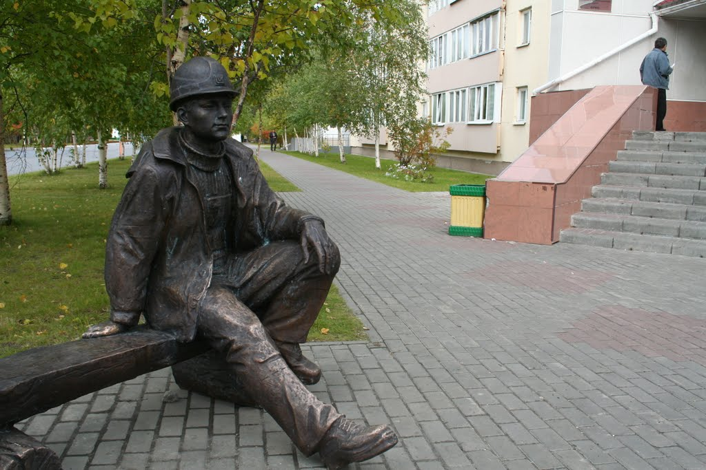 Памятник с семейный Когалым Мемориальный одиночный комплекс с крестом Ярославль